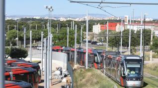 Circula por Zaragoza el primer tranvía doble.