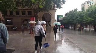 Zaragoza amanece con lluvia y frío tras una noche de tormenta y vendaval