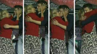 Carmena y Errejón se besan en plena fiesta LGTBI