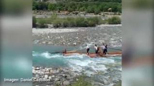 Las aguas bravas del deshielo empujan a los navateros por el Cinca