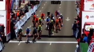 El cierzo lleva la Vuelta a Aragón hasta Zaragoza