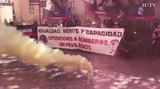Unos 200 bomberos se manifiestan contra la reserva de plazas para militares en Huesca