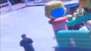 Tres niños en estado crítico tras salir volando el castillo hinchable en el que jugaban en Rusia