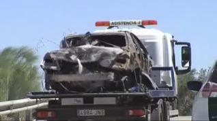 Retiran del lugar el accidente, el coche en el que circulaban Reyes y sus dos primos