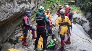 Más de 60 expertos participan en un simulacro de rescate en un barranco