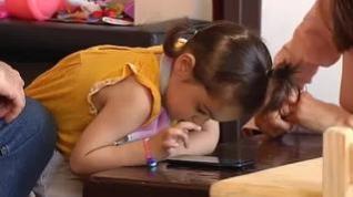 Conocemos a Claudia, una niña superdotada que con 2 años lee y escribe