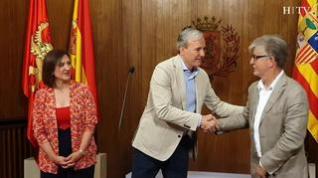 Pedro Santisteve traspasa los poderes del Ayuntamiento de Zaragoza a Jorge Azcón