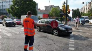 Atascos y retenciones en hora punta por el asfaltado de paseo de la Constitución de Zaragoza