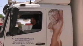 """El camionero condenado por llevar la imagen de una mujer desnuda en su flota: """"No se a quién no le puede gustar"""""""