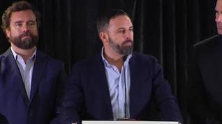 Abascal pide una reunión con Casado y Rivera