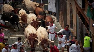Los toros de la ganadería gaditana de Cebada Gago han protagonizado un encierro rápido