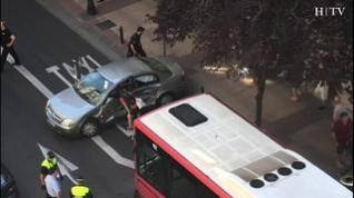 Un brutal choque entre un bus y un coche en pleno centro de Zaragoza