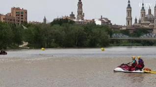Otra edición del descenso a nada por el Ebro, en Zaragoza