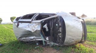 El conductor se ha salido de la vía y ha volcado en un campo adyacente, en Ontinar del Salz.