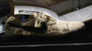 Pagan casi 400.000 euros por el primer modelo de zapatillas con tacos de goma