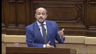 Un diputado del PP canta un pasodoble de Manolo Escobar en el Parlament