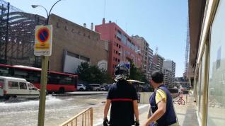 Reventón de una tubería en la avenida de César Augusto de Zaragoza.