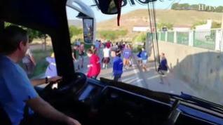 Torralba corre al ritmo de la charanga en el tradicional encierro del autobús