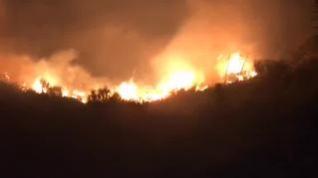Mil hectáreas y mil desalojados, en un incendio sin controlar aún en la isla de Gran Canaria