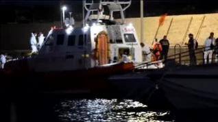 Italia permite el desembarco del Open Arms de cinco migrantes enfermos