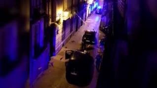 Tiroteado por la Policía Nacional tras atacarlos con un machete en la calle Ramón Pignatelli