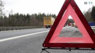 ¿Cómo se colocan los triángulos de preseñalización de peligro en la carretera?
