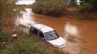 Varios coches atrapados por las inundaciones de Benicarló