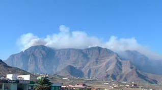 El foco más violento del incendio de Gran Canaria sigue activo