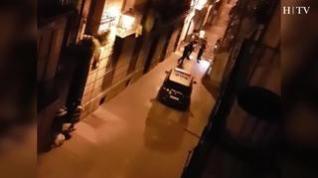 Lanzan una bicicleta a la policía en la calle de Pignatelli de Zaragoza