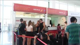 Las huelgas anunciadas en Iberia complican la operación retorno