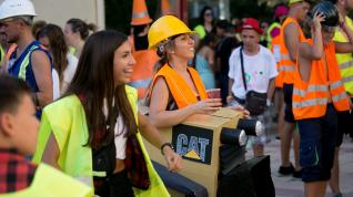 Reivindicativo desfile de comparsas en Miralbueno