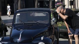Un total de 19 vehículos Fiat 500 se han dado cita este sábado en la plaza del Pilar y en la Aljafería, en Zaragoza.