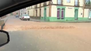Una intensa tromba de agua anega la autovía A2 entre Ariza y Cetina