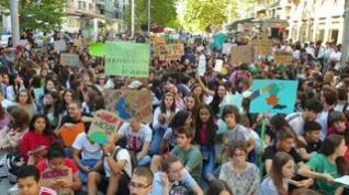 Unos 1.500 estudiantes se manifiestan en Zaragoza en defensa del planeta