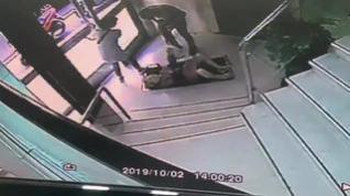 Dos ladrones asaltan a una mujer en un portal del centro de Zaragoza