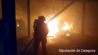 Un incendio destruye las instalaciones de una nave industrial de La Muela