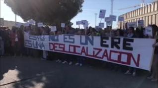 """Cinco Villas se concentra en Future Pipe al grito de """"No es un ERE, es una deslocalización"""""""
