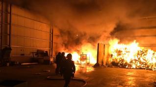 El fuego afectó a residuos plásticos y orgánicos almacenados al aire libre