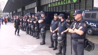 Policía y Mossos custodian los accesos a la estación de Sants de Barcelona