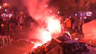 Cuarta noche de altercados: cargas de los Mossos y enfrentamientos entre ultras
