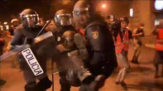 Un policía gallego, grave en la UCI tras ser agredido en los disturbios en Barcelona