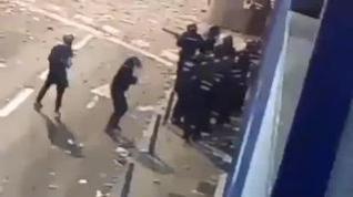 Nuevas imágenes de la agresión que dejó a un policía nacional herido muy grave