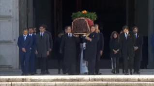 Los restos de Franco salen del Valle de los Caídos 44 años después