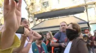 Una españolista con la cara tapada abofetea a una independentista en Barcelona