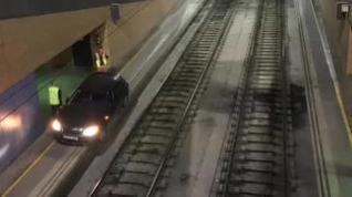 Un conductor de 70 años acaba con su coche dentro de la estación de tren de Sevilla