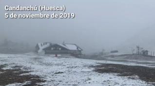 La nieve llega a Candanchú (Huesca)