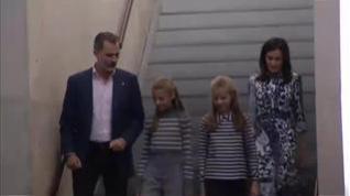 Los reyes y sus hijas participan en varios talleres de la Fundación Princesa de Girona