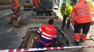 El reventón de una tubería obliga a cortar una calle en el centro de Zaragoza
