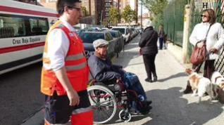 """Tomás Gascón, 85 años: """"Sin esta ayuda no podríamos ir a votar"""""""