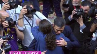 Abrazos entre políticos.